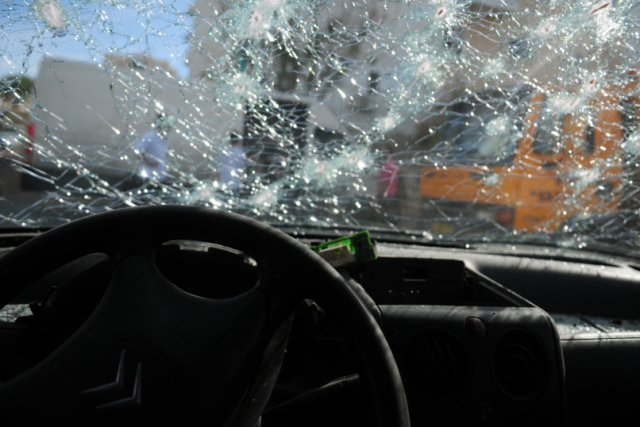 Tips when Choosing your Ideal Auto Glass Repair Company